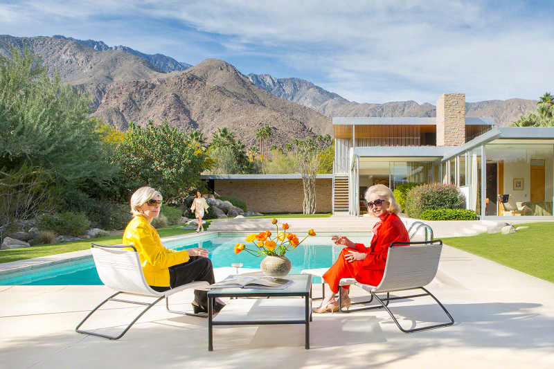 Helen Kaptur & Nelda Linsk return to the Kaufmann House, site of Poolside Gossip. Kelly Lee is in the background.